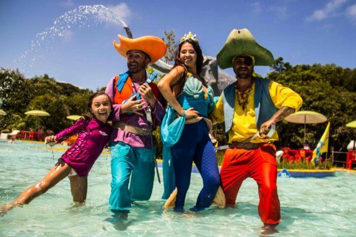 Piratas nas piscinas parque Acqua Lokos