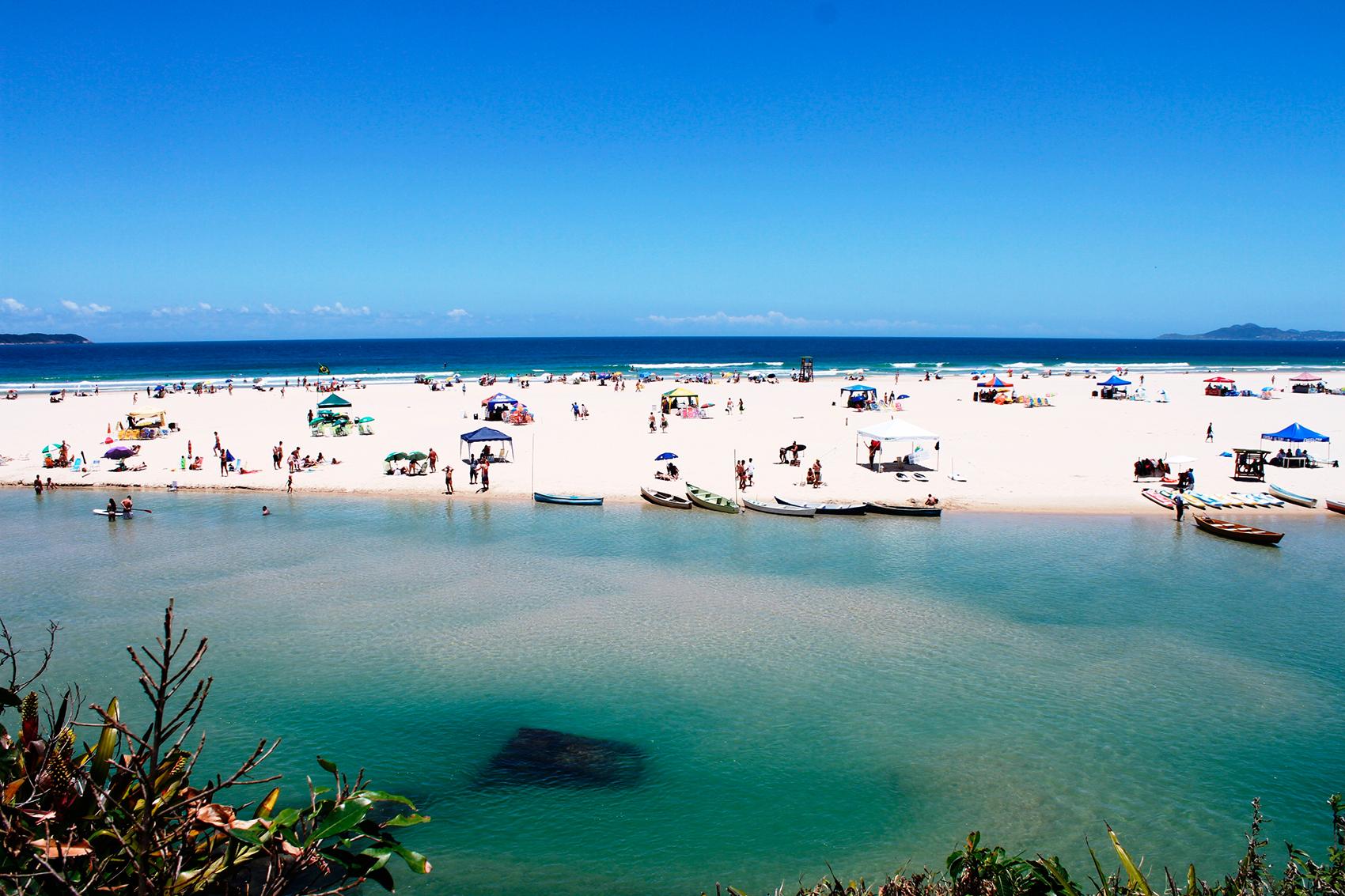 Desfrute das belas praias do litoral catarinense!